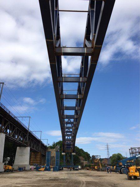 250m de long et 1600 tonnes : la pièce métallique réalisée par TMI a été acheminée à Visé