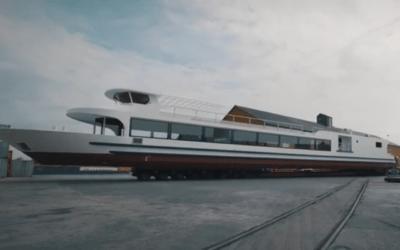 Mise à l'eau du nouveau bateau restaurant réalisé par Meuse & Sambre