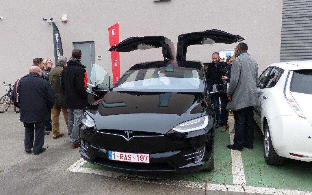 Une Tesla à Andenne pour l'inauguration de la 1ère borne de rechargement électrique