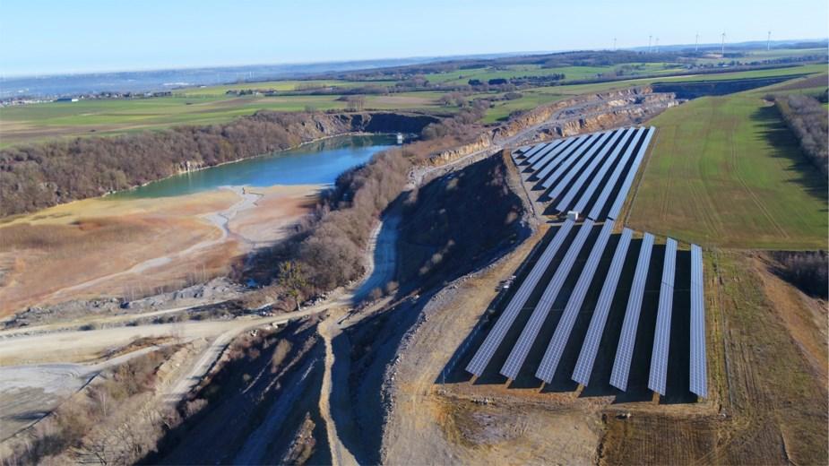 Carmeuse inaugure un nouveau champ de 8.800 panneaux photovoltaïques
